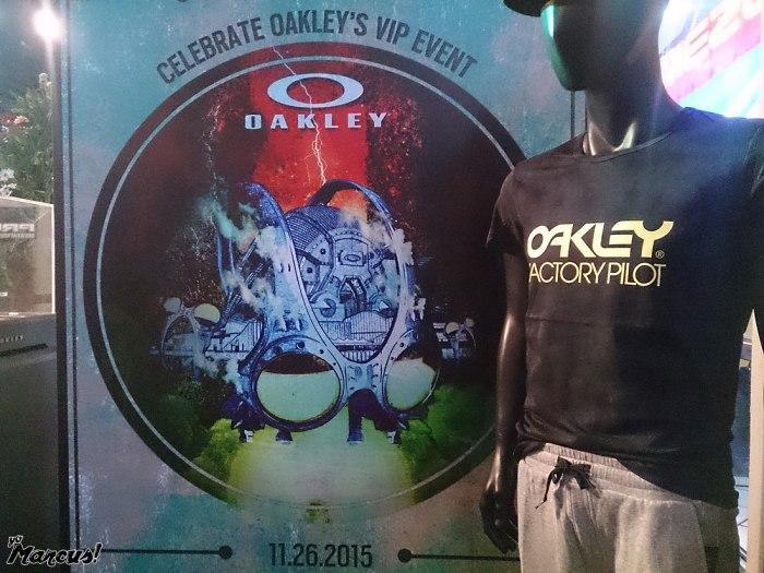 112915_oakley_910